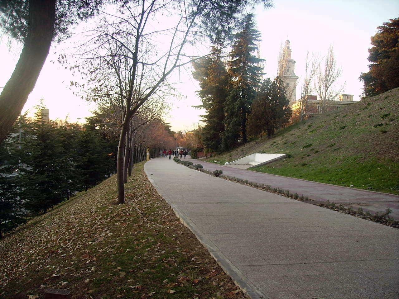 Ruta Verde de Ciudad Universitaria: El antiguo trazado del tranvía de Ciudad Universitaria.
