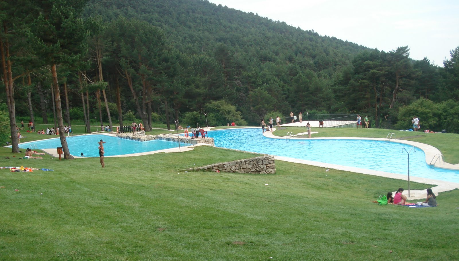Las berceas las piscinas naturales de cercedilla madridfree for Piscina en madrid