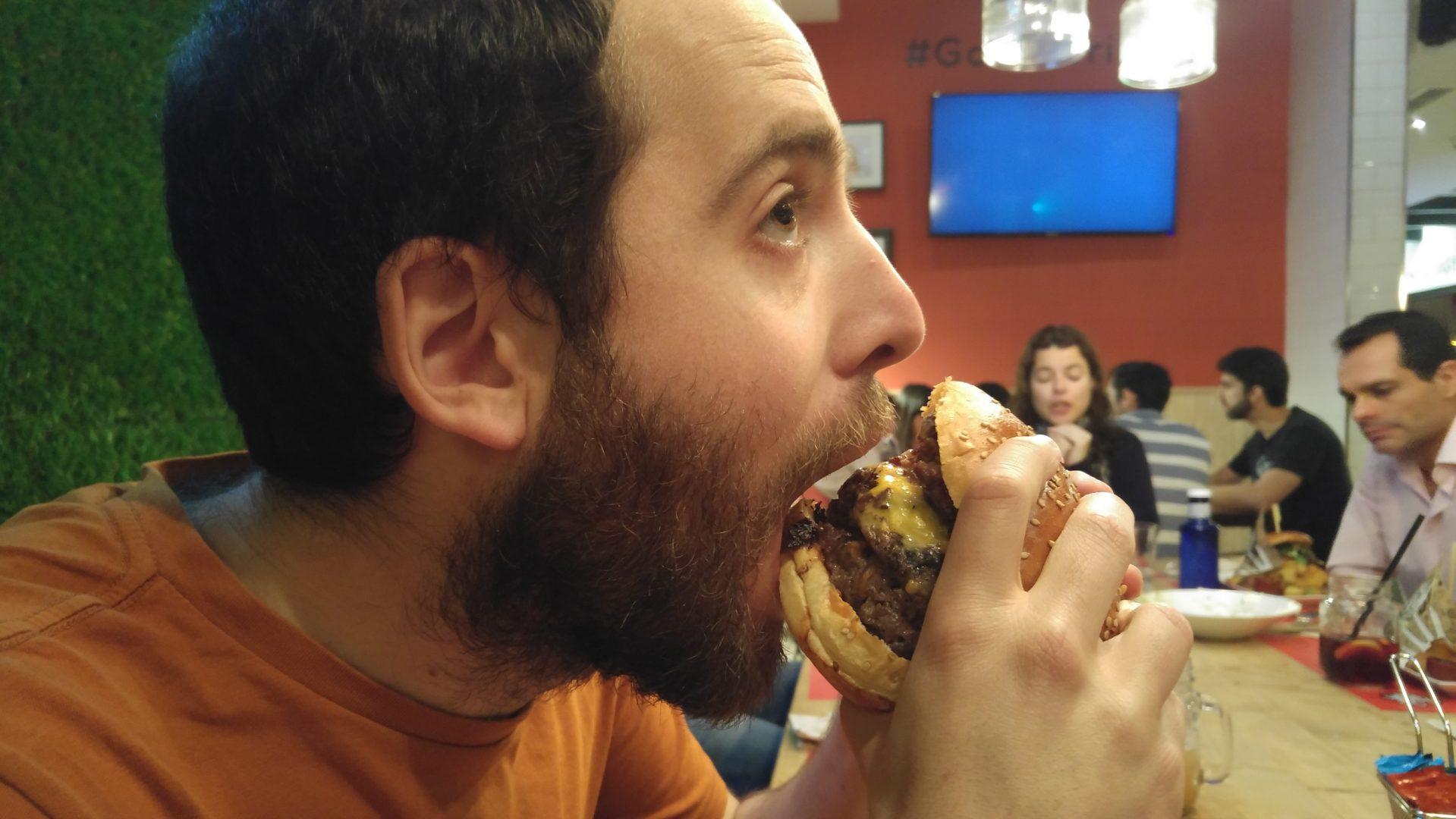 La experiencia de comerse una Triple Kevin Bacon de Goiko Grill