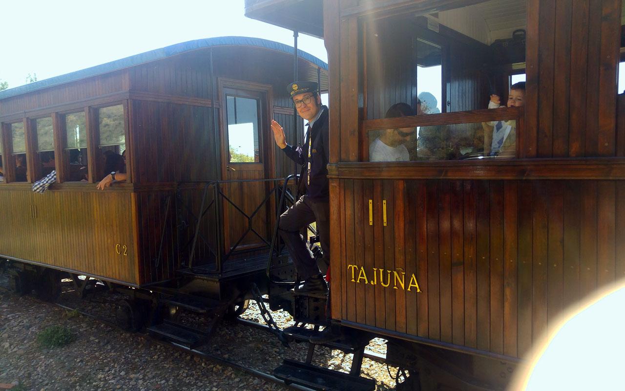 Viaja en el Tren de Arganda, el que pita más que anda
