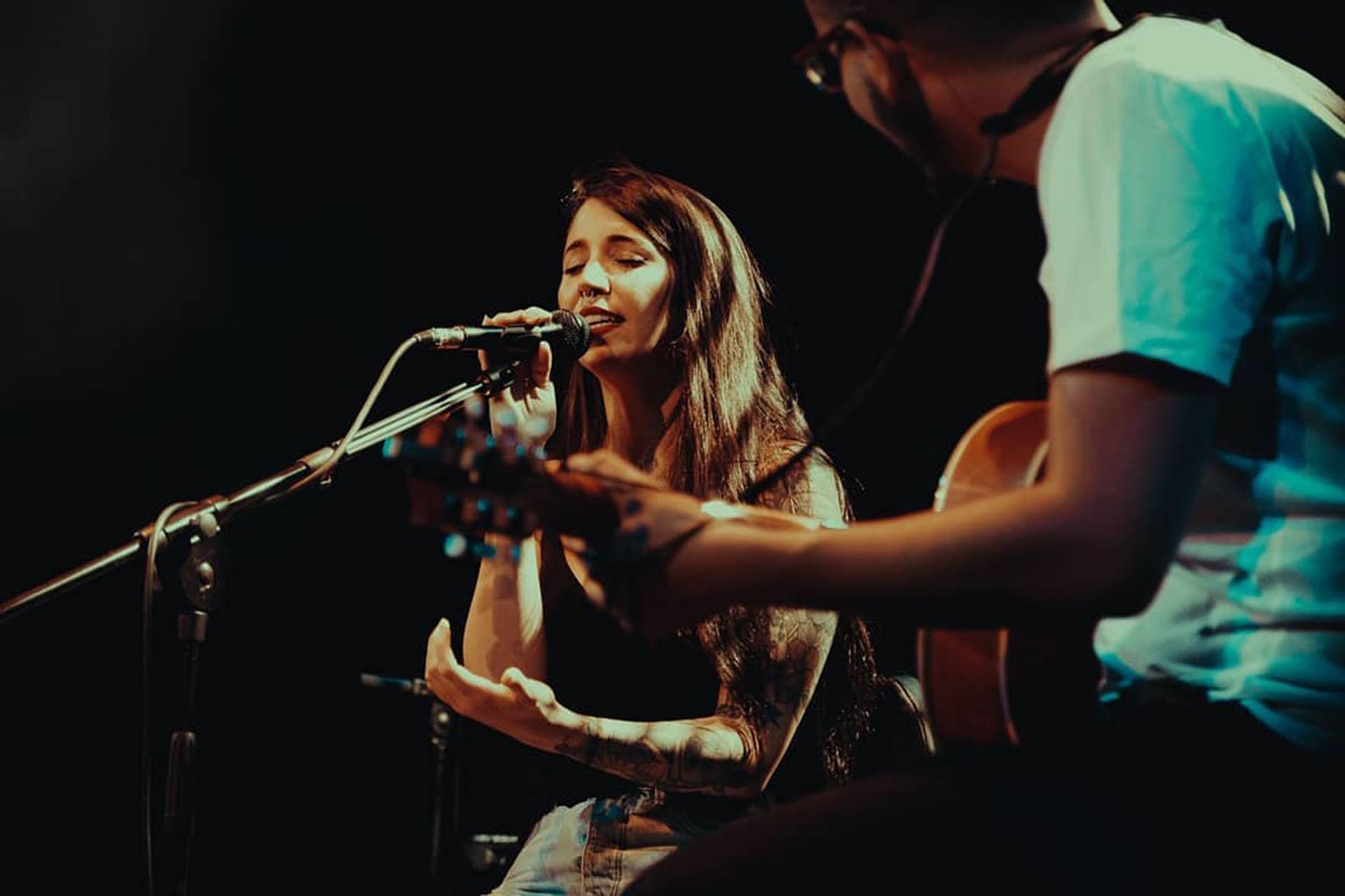 Bely Basarte en concierto en solitario en el Teatro Barceló